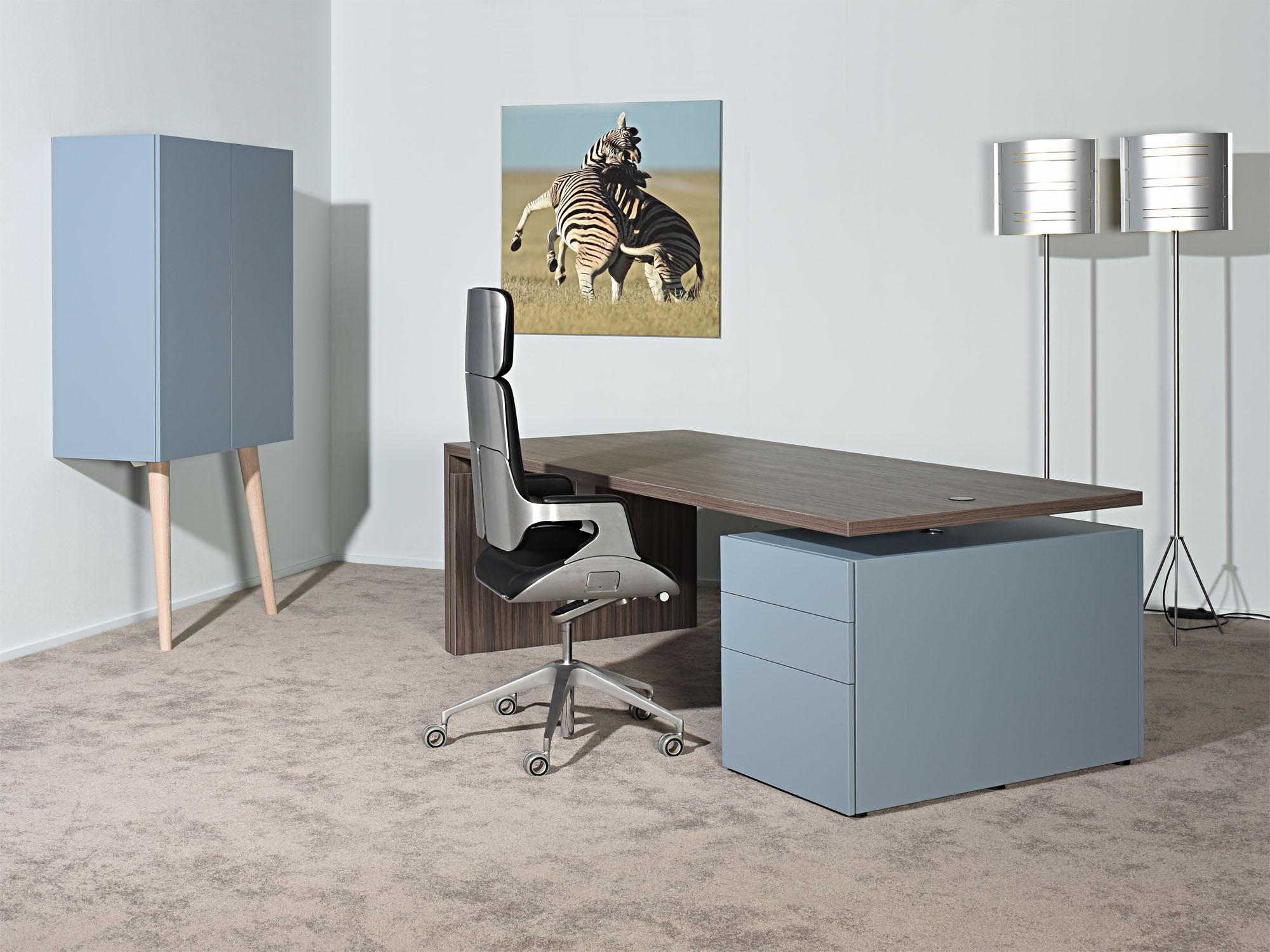 RP-leunkast en LVV-bureau, ontwerp door Coen Castelijn en Marieke Castelijn