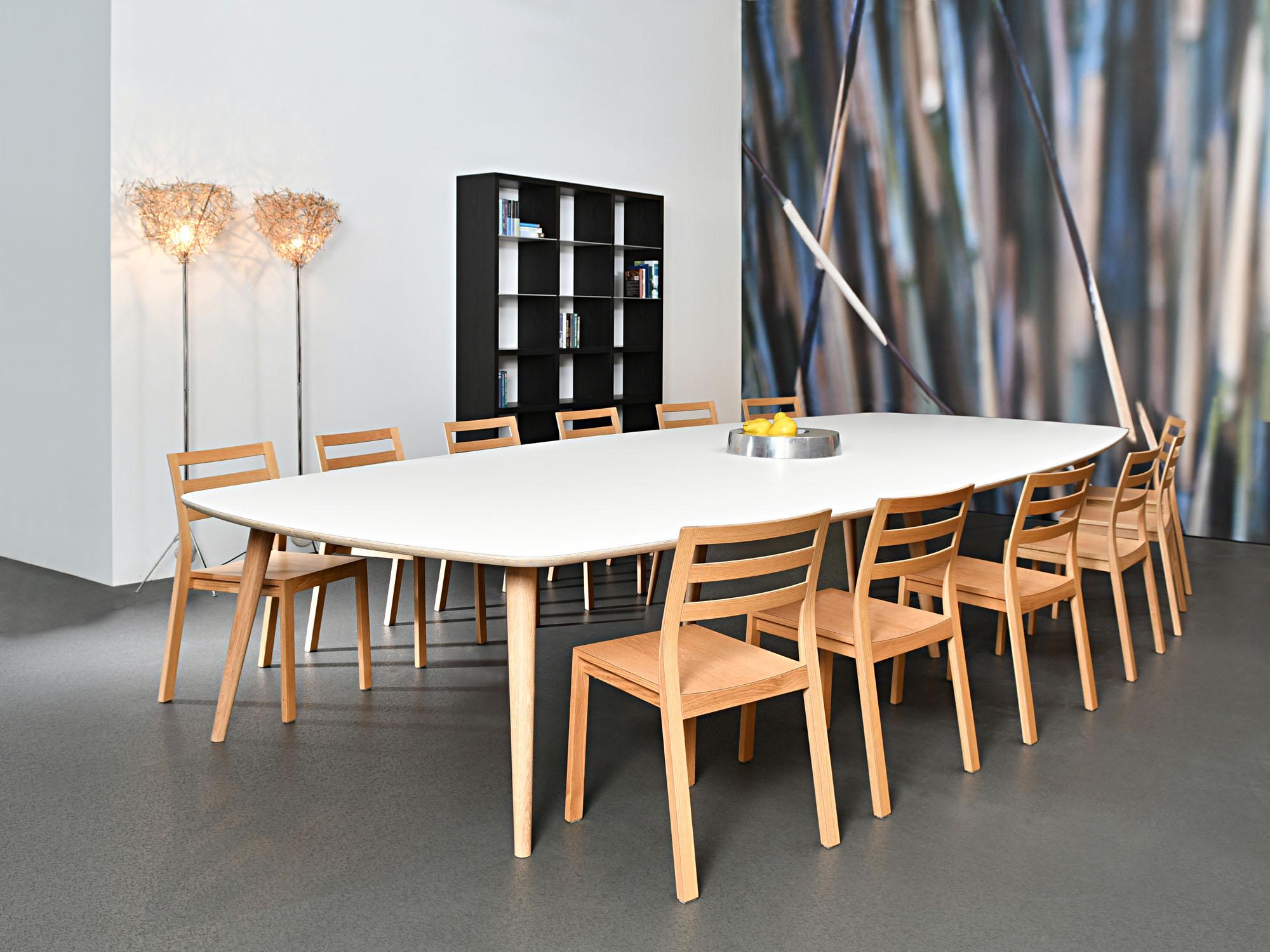 RP-vergadertafel en GROOVE-kast, ontwerp door Coen Castelijn