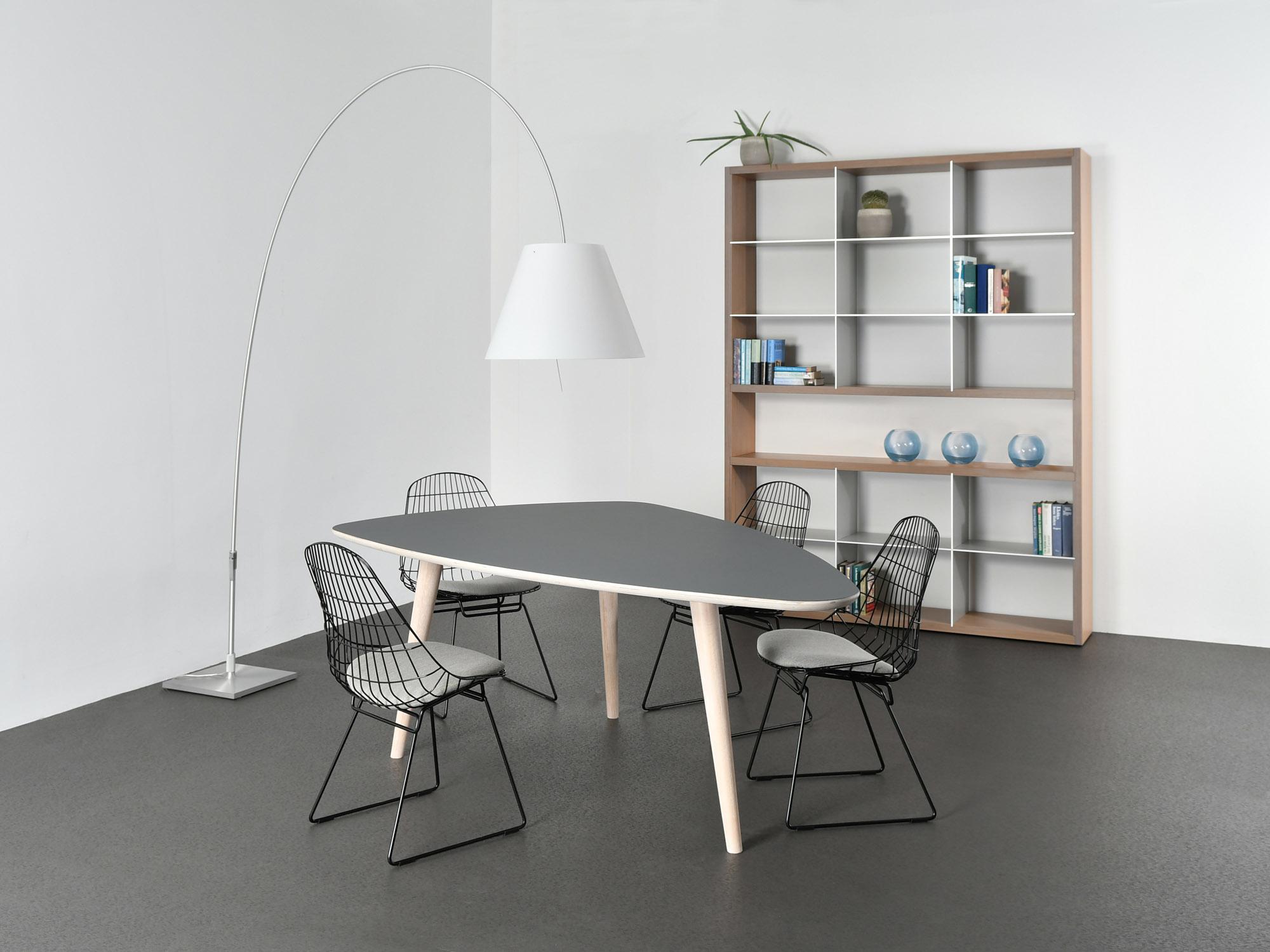 GROOVE-kast en RP-tafel, ontwerp door Coen Castelijn