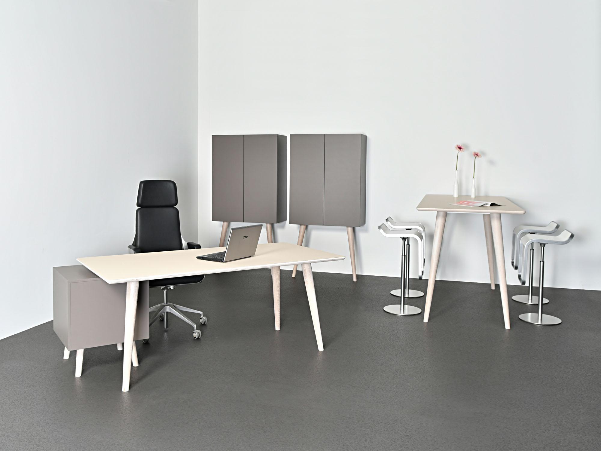 RP-bureau, RP-leunkast en RP-statafel, ontwerp door Coen Castelijn
