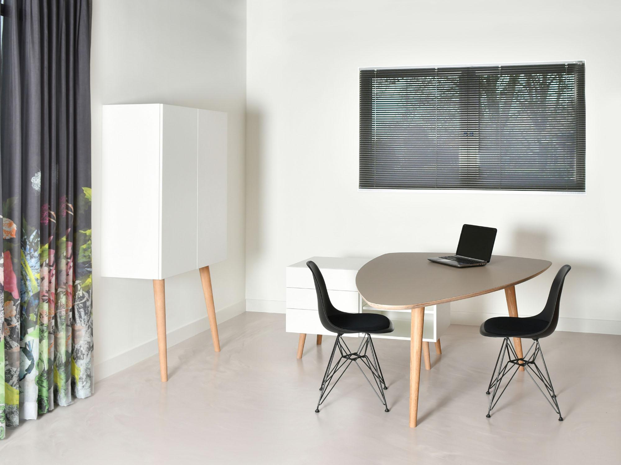 RP-leunkast en RP-bureau, ontwerp door Coen Castelijn
