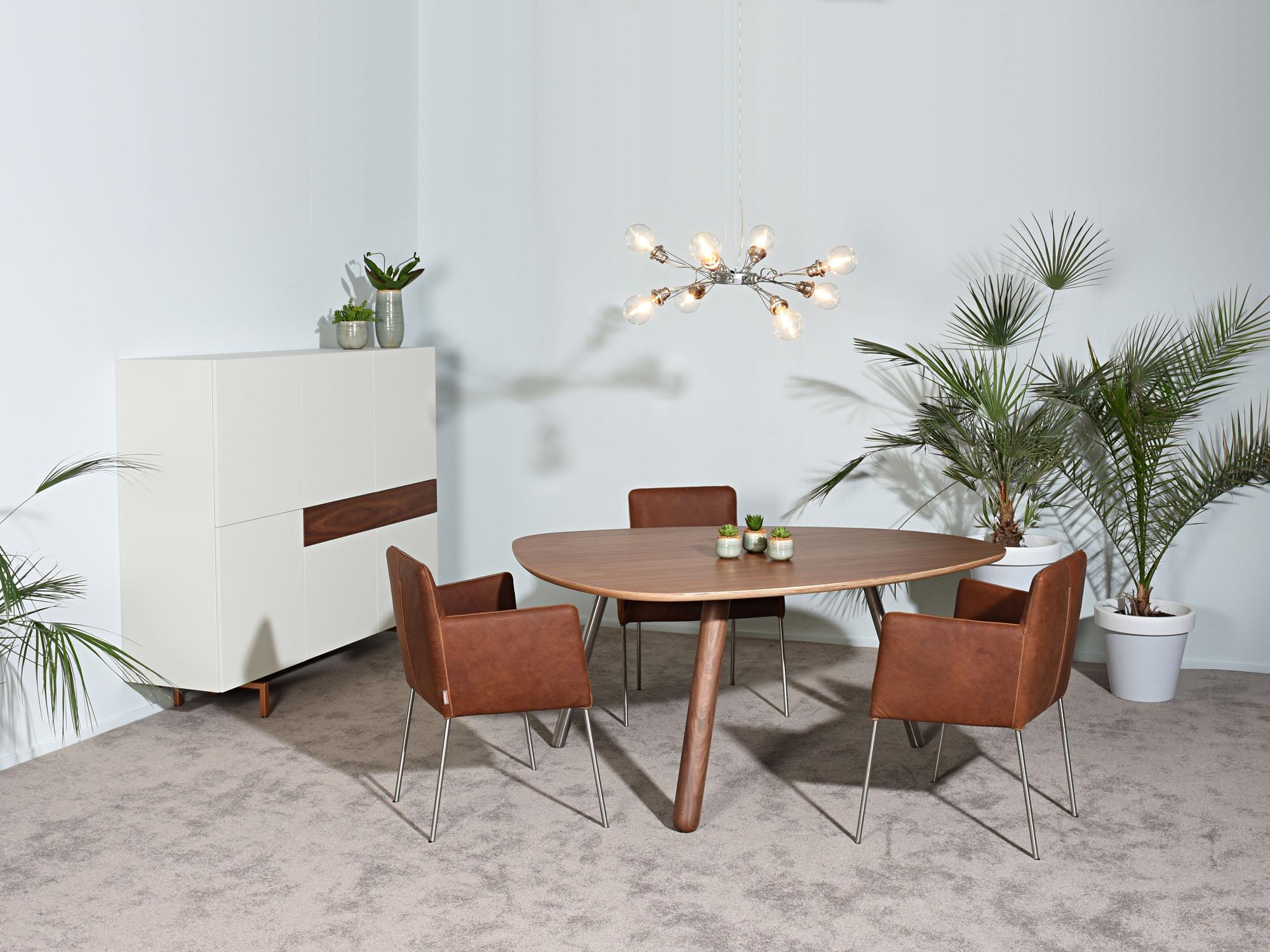 CIRCLIPS-1 tafel en SOLO-kast, ontwerp door Dick Spierenburg, Karel Boonzaaijer en Castelijn Team
