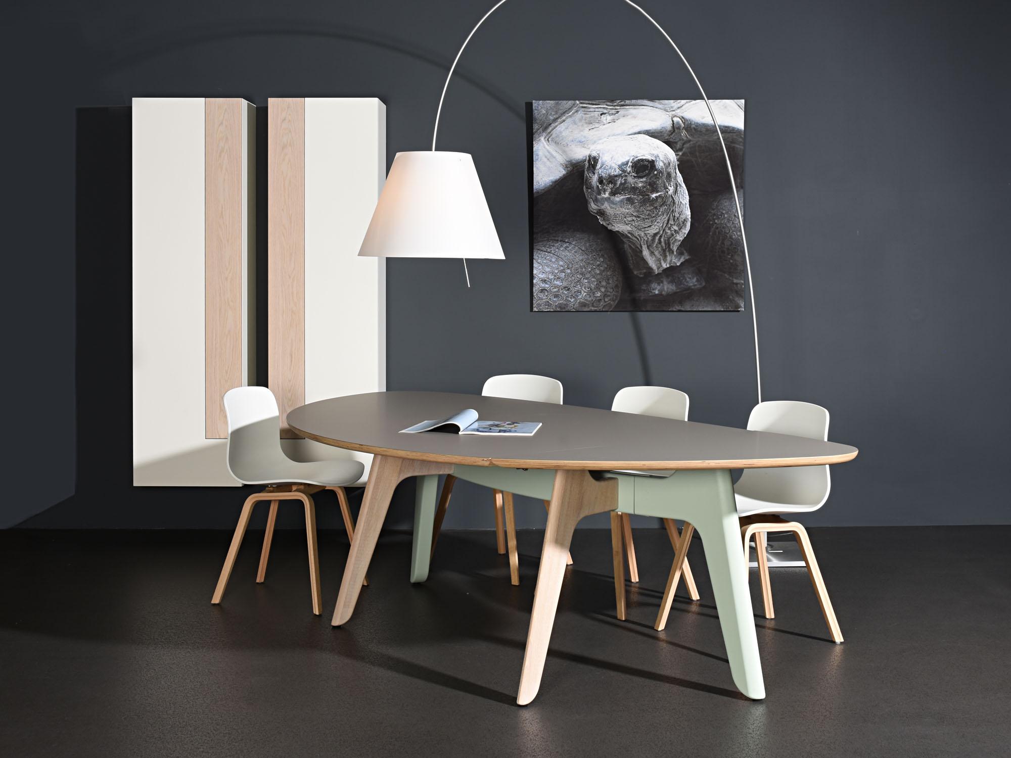 SOLO-torenkasten en FOLIANT-tafel, ontwerp door Castelijn Team en Dick Spierenburg