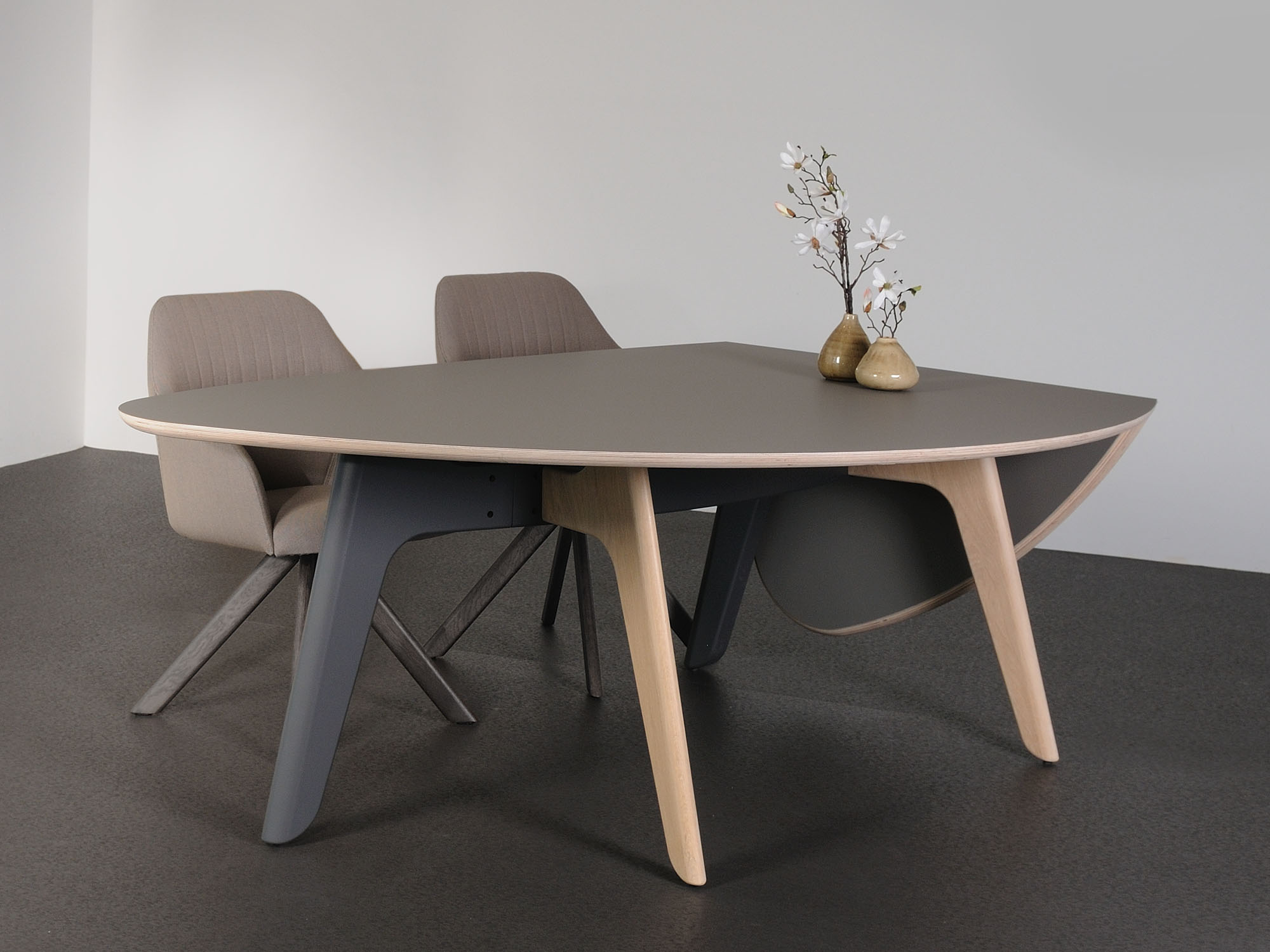FOLIANT-tafel, ontwerp door Dick Spierenburg