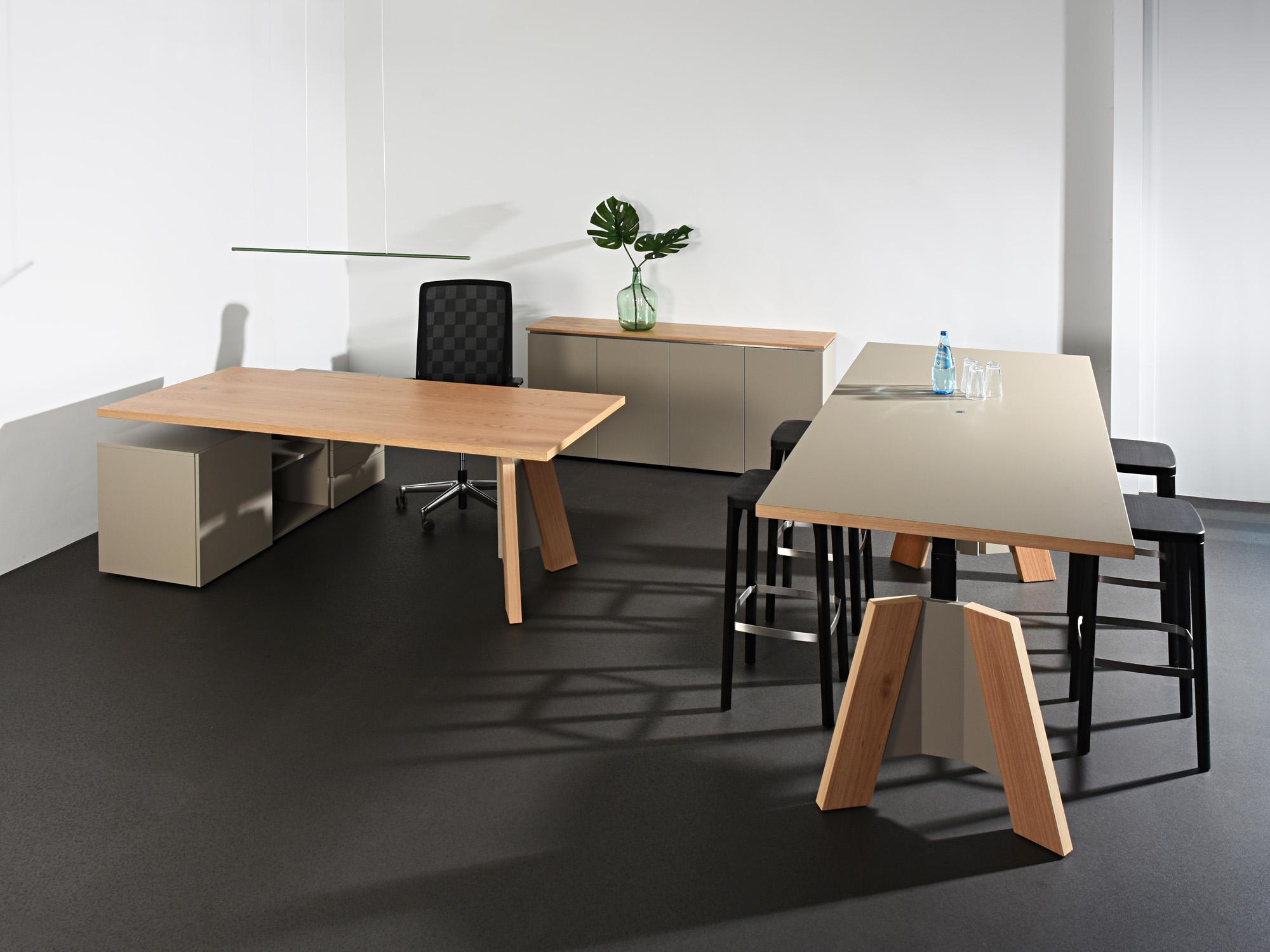 TSP-zitsta bureau, TSP-zitsta tafel en TSP-kast, ontwerp door Castelijn Team