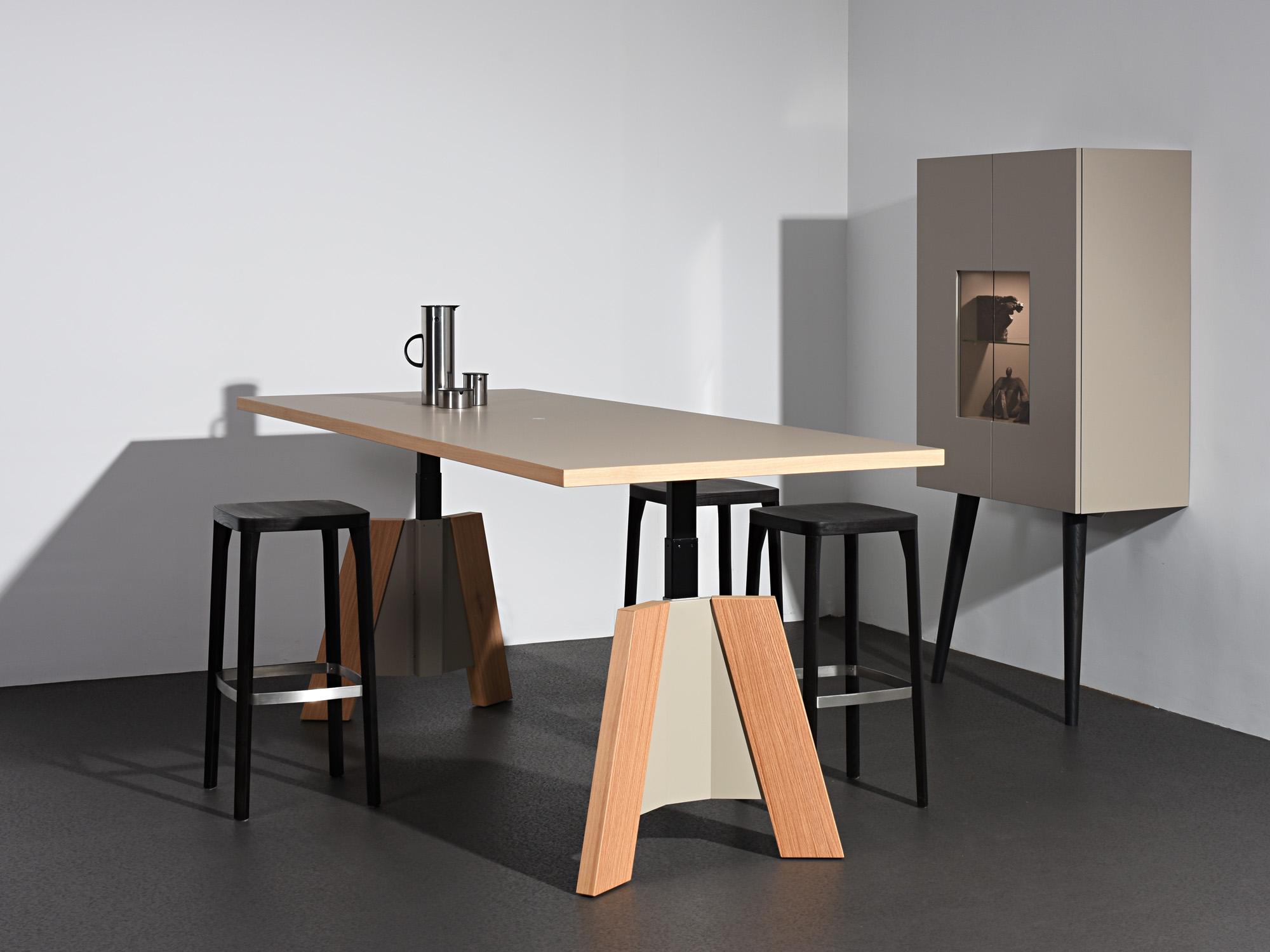 TSP-zitsta tafel en RP-leunkast, ontwerp door Castelijn Team
