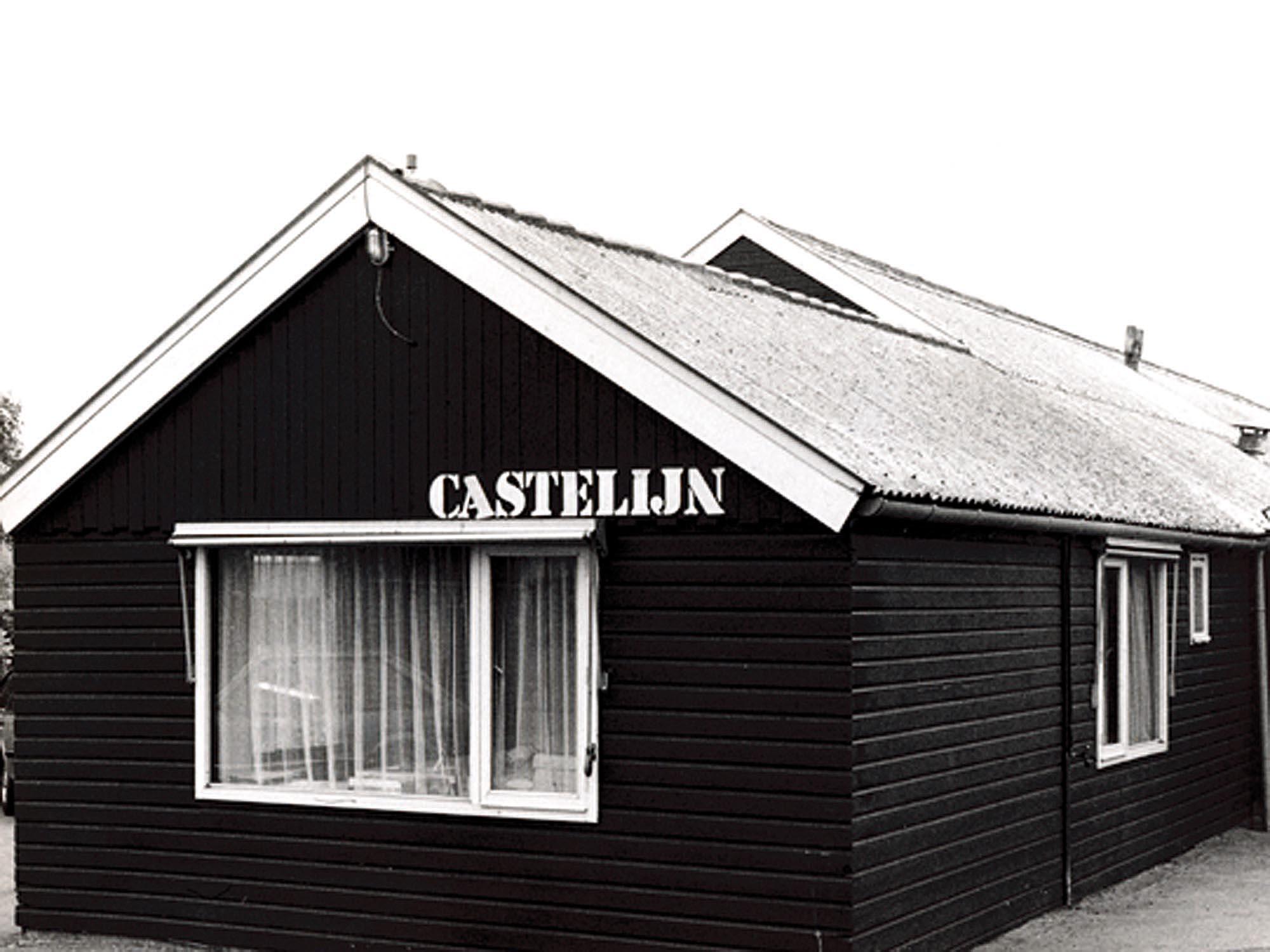 1962, het woonhuis van de familie Castelijn met daarachter de fabriek.