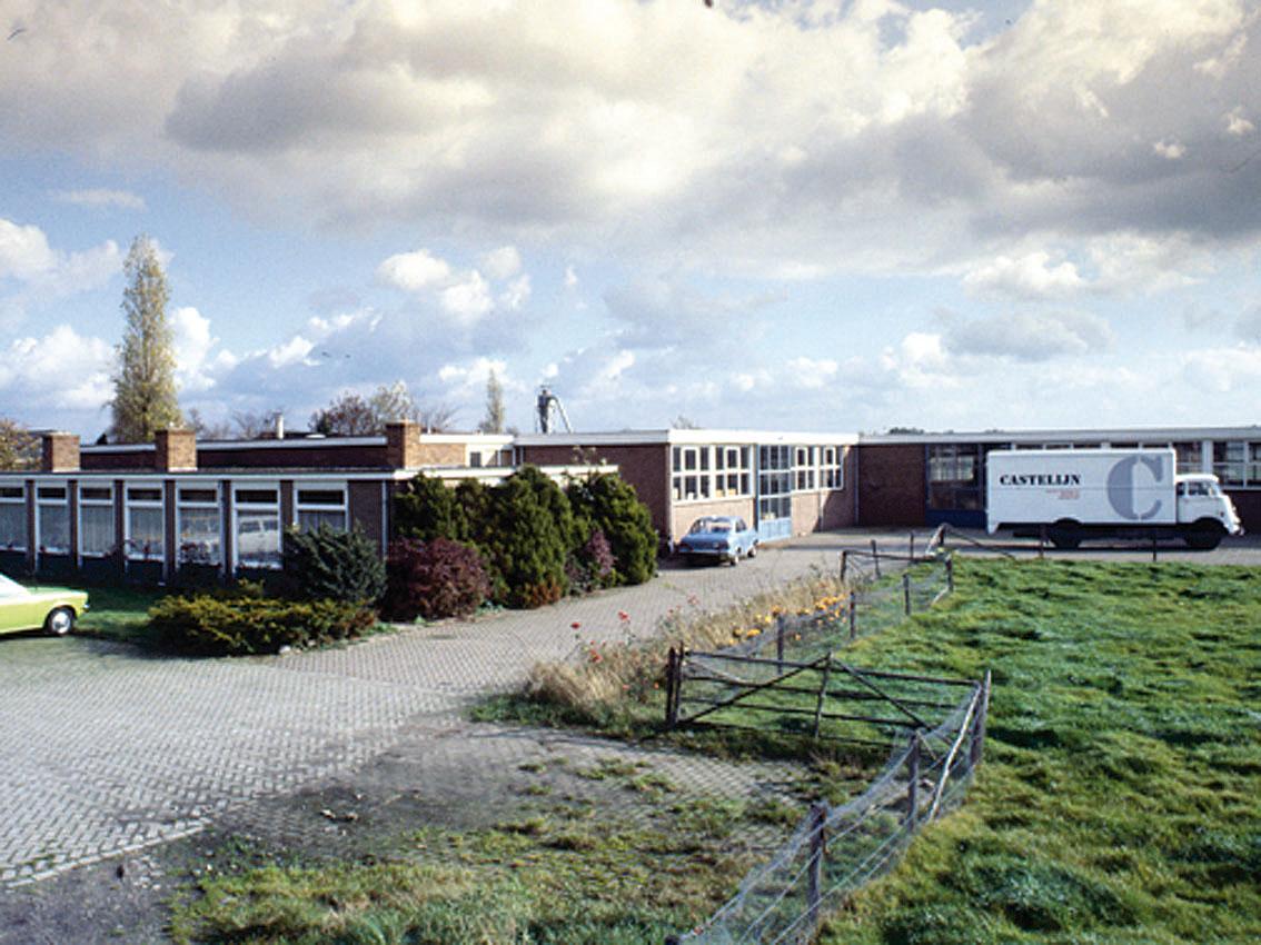 1976, Meubelfabriek Blankenstijn in Nijkerkerveen wordt overgenomen, een deel van de productie verhuist.