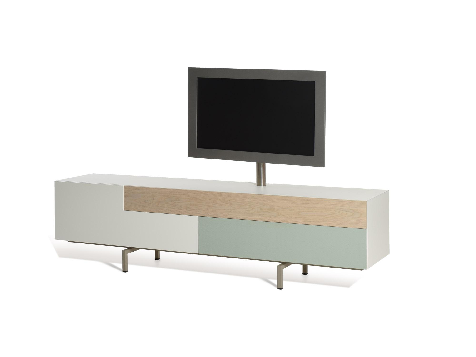 SOLO met TV-paal en Lucia speakerstof, ontwerp door Castelijn Team