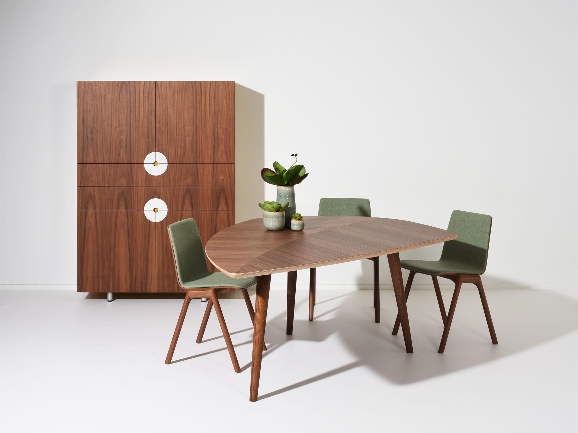 RP-tafel en DISK-AA kast, ontwerp door Coen Castelijn en Dick Spierenburg
